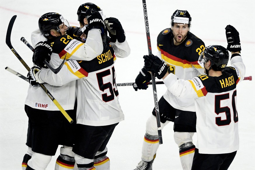 epa05946036 Germany's forward forward Patrick Hager (R) celebrates with his teammates after scoring the 2-1 lead during the 2017 IIHF Ice Hockey World Championship group A preliminary round match between the USA and Germany in Cologne, Germany, 05 May 2017.  EPA/SASCHA STEINBACH