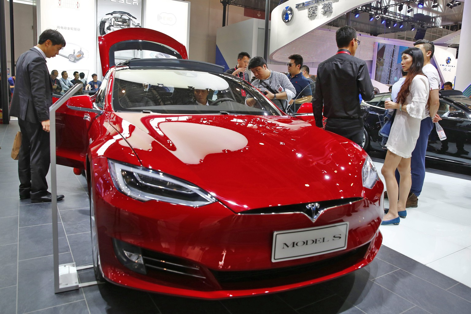 epa05400297 (FILE) A file picture dated 26 April 2016 shows a Tesla model S electric car on display at the Auto China 2016 motor show in Beijing, China. The carmaker in a blog post on 30 June 2016 revealed that the National Highway Transportation Safety Administration (NHTSA) on 29 June 2016 was opening a preliminary evaluation into a fatal crash of one of Tesla's Model S cars. The driver was killed on 07 May 2016 during a test drive in autopilot mode when a tractor trailer crashed with the car. It is the first known fatality related to a self-driving car.  EPA/WU HONG *** Local Caption *** 52723199