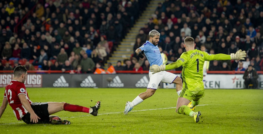 epa08148711 Manchester City's Sergio Aguero scores the first goal during the English Premier League soccer match between Sheffield United and Manchester City at Bramall Lane, Sheffield, Britain, 21 January  2020  EPA/PETER POWELL EDITORIAL USE ONLY. No use with unauthorized audio, video, data, fixture lists, club/league logos or 'live' services. Online in-match use limited to 120 images, no video emulation. No use in betting, games or single club/league/player publications