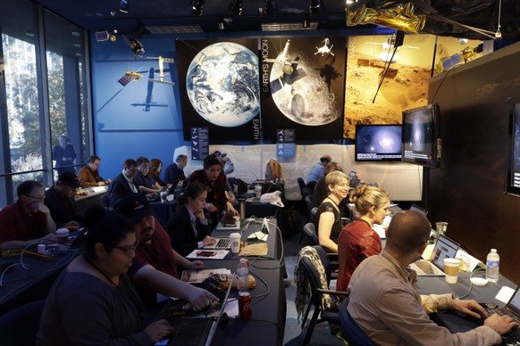 Journalists gather at NASA's Jet Propulsion Laboratory awaiting the landing of InSight on Mars Monday, Nov. 26, 2018, in Pasadena, Calif . A NASA spacecraft is just a few hours away from landing on Mars. The InSight lander is aiming for a Monday afternoon touchdown on what scientists and engineers hope will be a flat plain on the red planet. (AP Photo/Marcio Jose Sanchez)