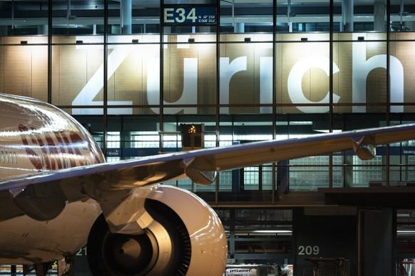 ZUM FLUGHAFEN ZUERICH IM DAEMMERLICHT UND BEI NACHT STELLEN WIR IHNEN FOLGENDES NEUES BILDMATERIAL ZUR VERFUEGUNG --- A Boeing 777 aircraft from Swiss International Air Lines (SWISS) at Zurich Airport in Kloten, Switzerland, at Dock-E, photographed on 5 June 2019. (KEYSTONE/Gaetan Bally)..Ein Flugzeug des Typs Boeing 777 von Swiss International Air Lines (SWISS) am Flughafen Zuerich in Kloten beim Dock-E, aufgenommen am 5. Juni 2019. (KEYSTONE/Gaetan Bally)