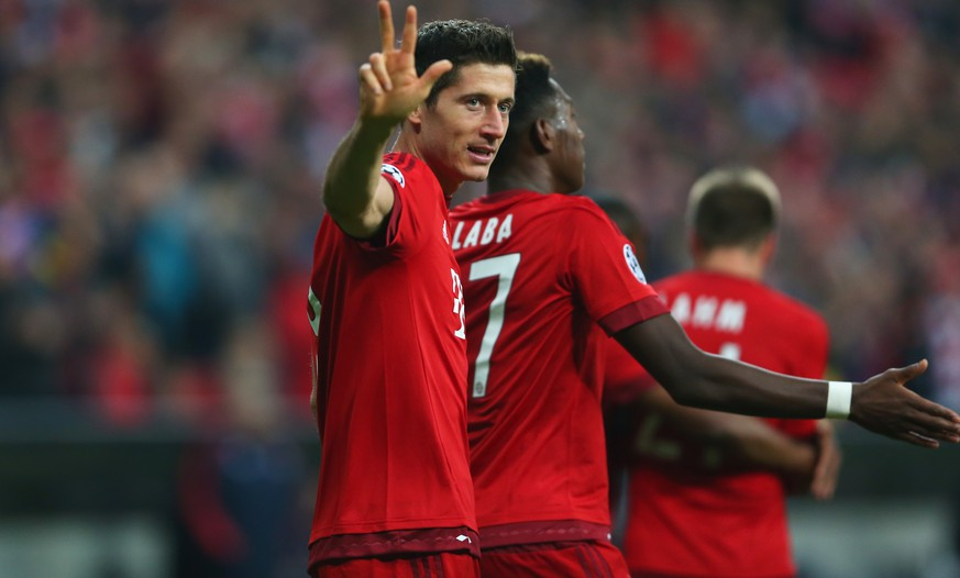 MUNICH, GERMANY - SEPTEMBER 29:  Robert Lewandowski of Bayern Muenchen celebrates scoring his teams fifth goal during the UEFA Champions League Group F match between FC Bayern Munchen and GNK Dinamo Zagreb at the Allianz Arena on September 29, 2015 in Munich, Germany.  (Photo by Alexander Hassenstein/Bongarts/Getty Images)