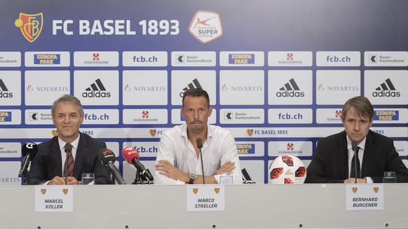 Marcel Koller wird von Sportchef Marco Streller und Praesident Bernhard Burgener, von links, an einer Pressekonferenz als neuer Trainer des FC Basel 1893 vorgestellt in Basel am Donnerstag, 2. August 2018. (KEYSTONE/Georgios Kefalas)