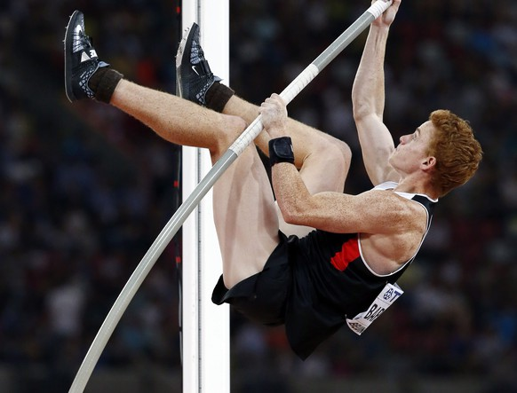 epa04896391 Canada's Shawnacy Barber competes in the men's Pole Vault final during the Beijing 2015 IAAF World Championships at the National Stadium, also known as Bird's Nest, in Beijing, China, 24 August 2015. Barber won the gold medal.  EPA/ROLEX DELA PENA