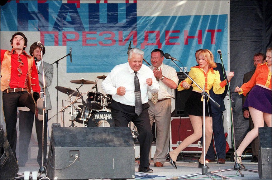 Russian President Boris Yeltsin (c) shown in picture dated 10 June 1996 in Rostov, dances with a musicians during a rock performance as part of his pre-election campaign tour ahead of the 16 June presidential elections. Former Russian president Boris Yeltsin died 23 April 2007 at age 76, Russian news agencies reported.  EPA/YURI KADOBNOV