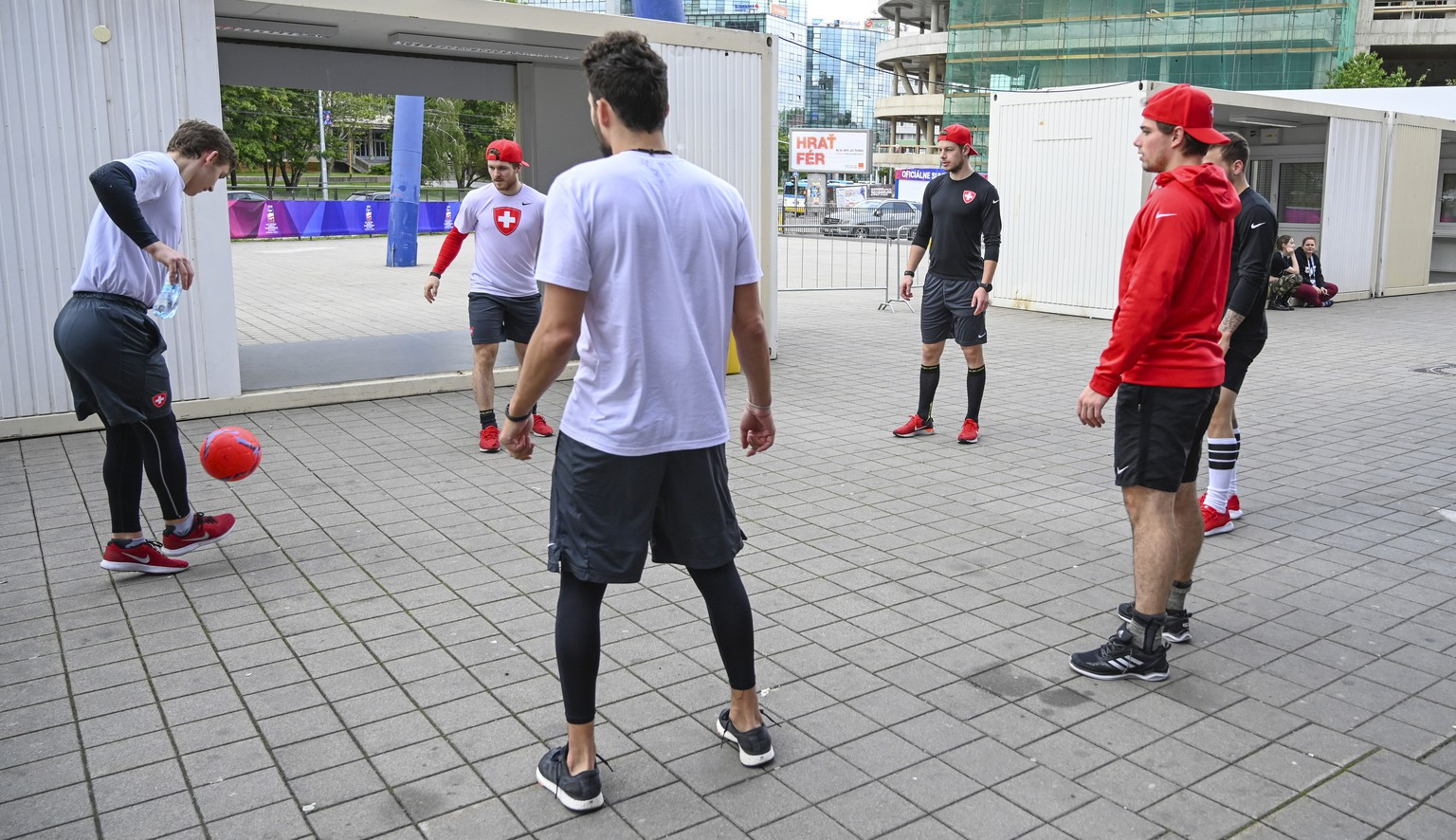 Switzerland`s players during the warm up in front of the Steel Arena before a training session of the Swiss team at the IIHF 2019 World Ice Hockey Championships, at the Steel Arena in Kosice, Slovakia, on Wednesday, May 22, 2019. (KEYSTONE/Melanie Duchene)
