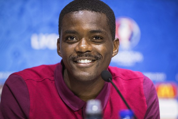 epa05382147 Portugal's William Carvalho smiles during a press conference at Stade de Lyon in Lyon, France, 21 June 2016. Portugal will face Hungary in the UEFA EURO 2016 Group F preliminary round match in Lyon on 22 June 2016.  EPA/UEFA HANDOUT (Handout photo provided by UEFA. Only editorial use relating to the event described is permitted. Photo may be distributed to third parties to use for the same purpose provided that no charge is made) HANDOUT EDITORIAL USE ONLY/NO SALES/NO ARCHIVES