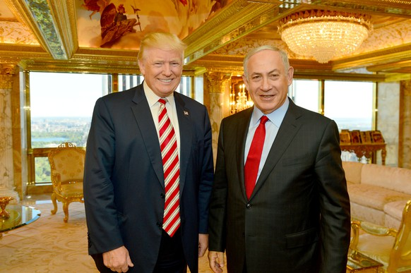 Israeli Prime Minister Benjamin Netanyahu (R) stands next to Republican U.S. presidential candidate Donald Trump during their meeting in New York, September 25, 2016.      Kobi Gideon/Government Press Office (GPO)/Handout via REUTERS         ATTENTION EDITORS - THIS IMAGE HAS BEEN SUPPLIED BY A THIRD PARTY. FOR EDITORIAL USE ONLY.