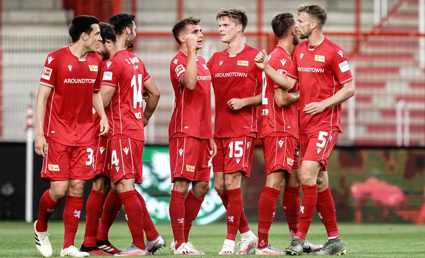 epa08489088 Union players celebrate the 1-0 lead during the German Bundesliga soccer match between 1. FC Union Berlin and SC Paderborn 07 at the Stadion An der Alten Foersterei in Berlin, Germany, 16 June 2020.  EPA/KAY NIETFELD / POOL CONDITIONS - ATTENTION:  The DFL regulations prohibit any use of photographs as image sequences and/or quasi-video.