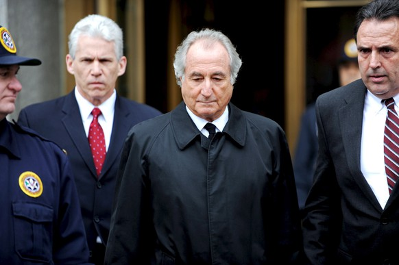 epa09135069 (FILE) - Financier Bernard Madoff (C), who has been charged with allegedly running a $50 billion 'Ponzi scheme' leaves federal court following a hearing in New York, New York, USA, on 10 March 2009 (reissued 14 April 2021). Madoff has died in prison aged 82, the Federal Bureau of Prisons confirmed to several media.  EPA/PETER FOLEY