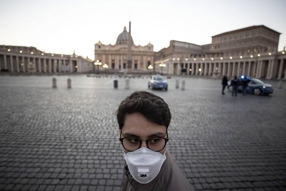 Der Petersplatz in Rom: Hier stehen sich normalerweise die Touristen auf den Füssen. Am 11. März 2020 ist er praktisch leer.  EPA/Massimo Percossi