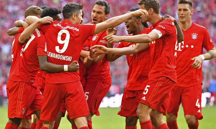 epa07581291 Bayern players celebrate their 2-1 lead during the German Bundesliga soccer match between FC Bayern Munich and Eintracht Frankfurt in Munich, Germany, 18 May 2019.  EPA/PHILIPP GUELLAND CONDITIONS - ATTENTION: The DFL regulations prohibit any use of photographs as image sequences and/or quasi-video.