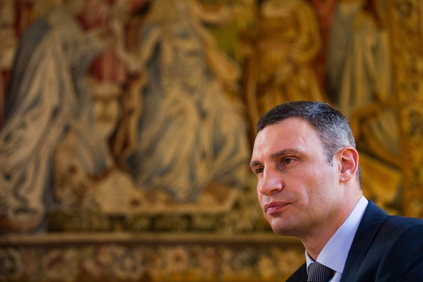 epa04717768 Vitali Klitschko, current Mayor of Ukraine's capital Kiev, speaks during an interview prior to receiving the Konrad Adenauer Award of the German city Cologne at the historic city hall of Cologne, Germany, 23 April 2015.  EPA/ROLF VENNENBERND