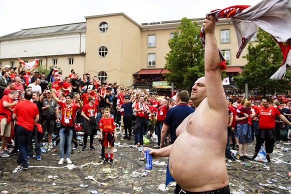 epa05314656 Liverpool fans gather on the Barfuesserplatz in Basel, Switzerland, 18 May 2016, before the UEFA Europa League final between Liverpool FC and Sevilla FC at the St. Jakob-Park stadium in Basel.  EPA/MANUEL LOPEZ