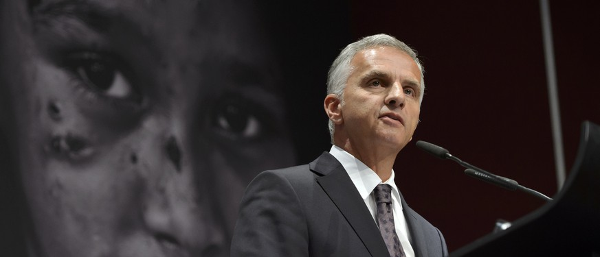 Swiss Federal Councillor Didier Burkhalter, speaks, during the opening of the World Humanitarian Summit, Global Consultation in Geneva, at the International Conference Center Geneva (CICG), Switzerland, on Thursday, October 15, 2015. (KEYSTONE/Martial Trezzini)