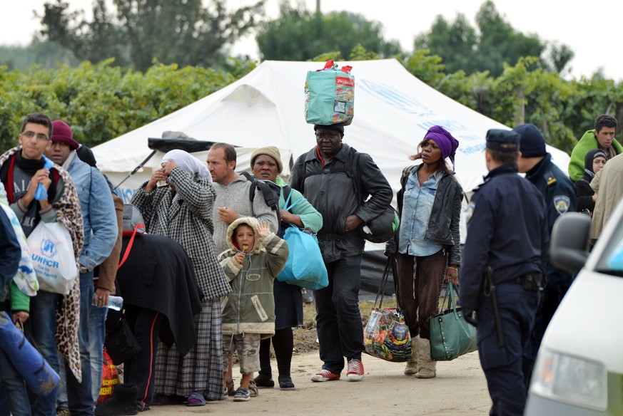 01.10.2015., Bapska, Croatia - During the night and morning at the border crossing Bapska again began arriving refugees from Serbia.
