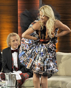 epa03023960 Swiss co-host Michelle Hunziker shows to German tv host Thomas Gottschalk (L) her dress with images of previous 'Wetten, dass...' tv shows during the broadcast of German TV show 'Wetten, dass...' (Lit: Wanna bet that..?) in Friedrichshafen, Germany, 03 November 2011. It is the last show for German tv host Thomas Gottschalk who has hosted the TV show since its 40th episode in 1987. 'Wetten, dass...' is one of the most succesfull European saturday TV shows.  EPA/JOERG KOCH / POOL