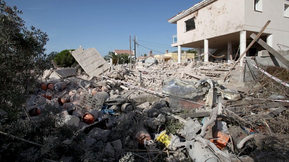 epa06149117 General view of the debris of a house after it collapsed last night due to a gas leak explosion in the village of Alcanar, Catalonia, northeastern Spain, 17 August 2017. Some media are reporting that Catalonian Police suspect that this may be linked to the terrorist attack committed  at the Ramblas in Barcelona in which 13 people have died and 100 were injured when a van crashed into pedestrians.  EPA/Jaume Sellart