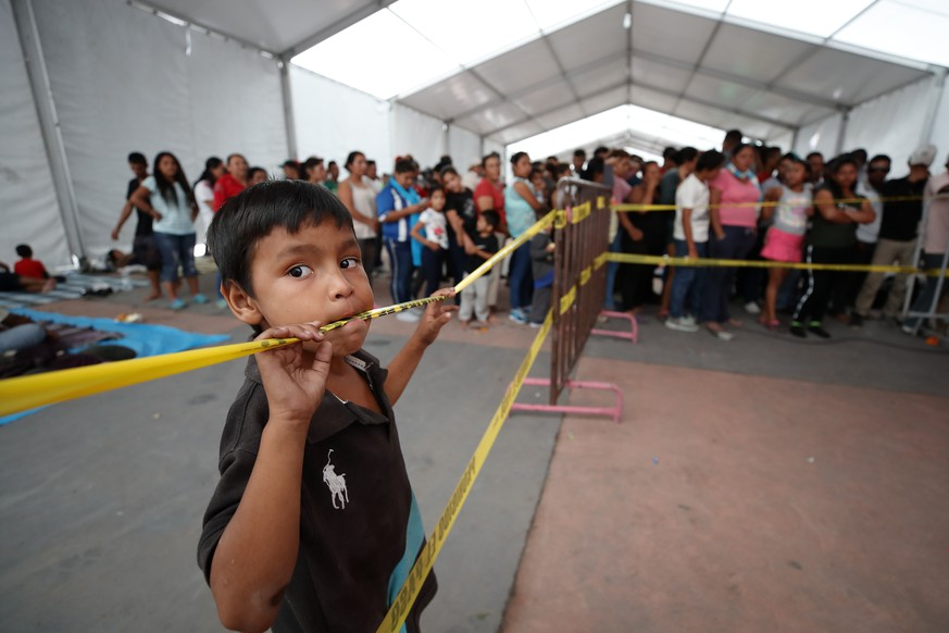 epa07143798 A child in the sport center Jesus Martinez Palillo, in Mexico City, Mexico, 05 November 2018. The caravan of Central Americans will meet in Mexico City on the next days to decide if continue their journey to USA or take other decision, acording the Catholic priest and Mexican activist Alejandro Solalinde.  EPA/Jose Mendez