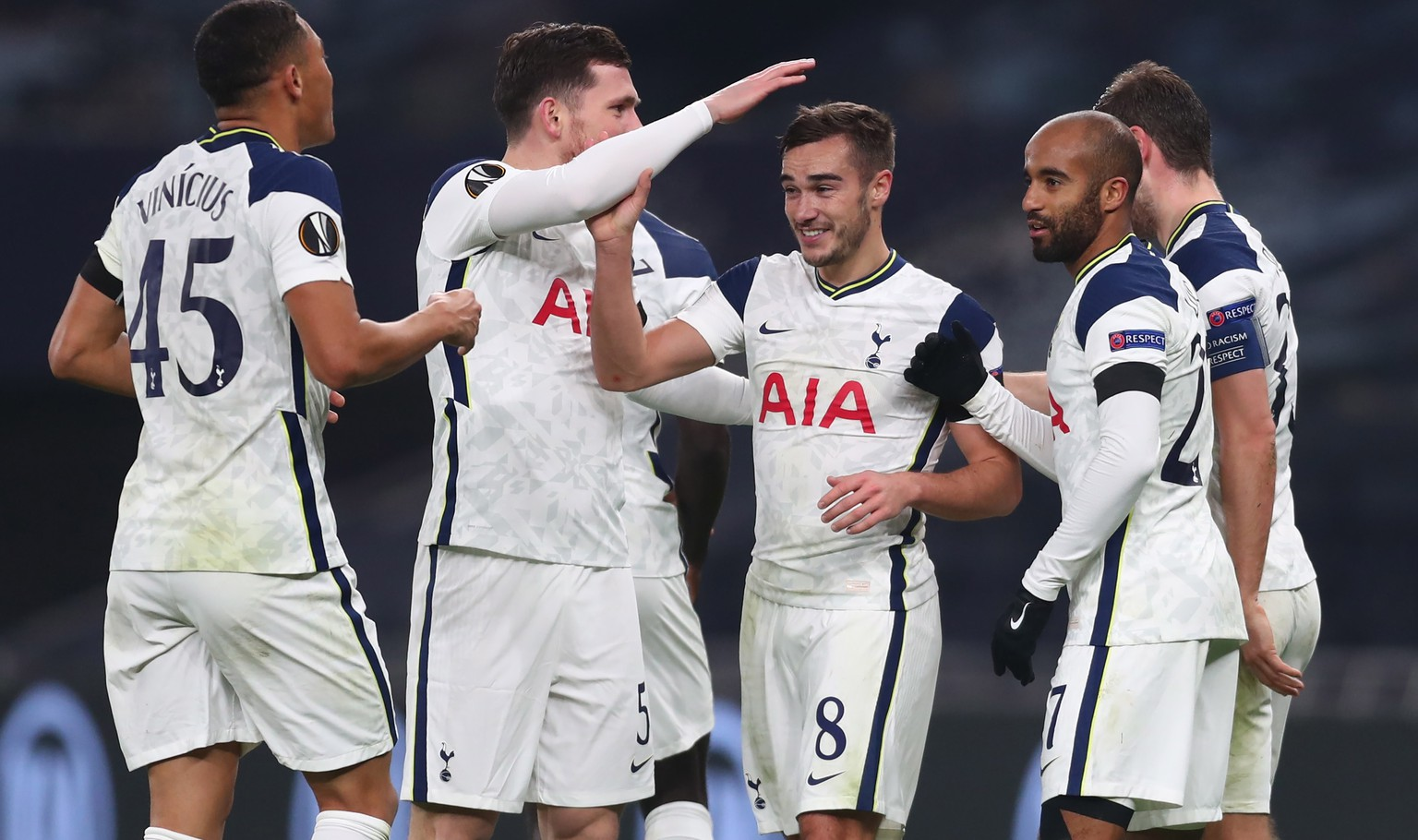 epa08845038 Tottenham Hotspur's Harry Winks (C) celebrates with team mates after scoring the 3-0 goal during the UEFA Europa League soccer match between Tottenham Hotspur and Ludogorets Razgrad in London, Britain, 26 November 2020.  EPA/Clive Rose / POOL