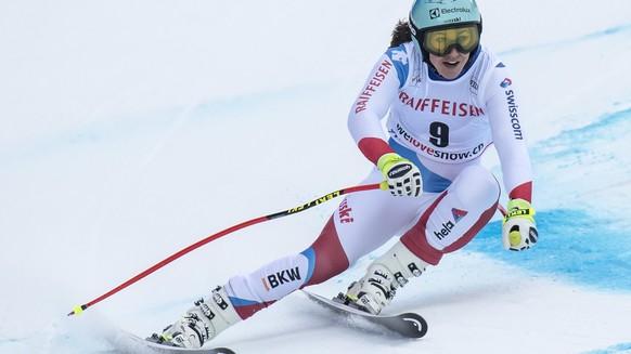 epa06475010 Wendy Holdener of Switzerland in action during the Super-G run of the women's Alpine Combined race at the Alpine Skiing FIS Ski World Cup in Lenzerheide, Switzerland, Friday, January 26, 2018.  EPA/JEAN-CHRISTOPHE BOTT