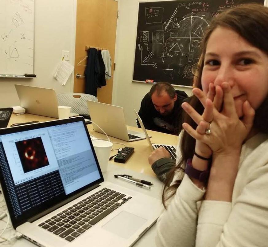 Katie Bouman schrieb den Algorithmus fürs 1. Foto eines Schwarzen Lochs
