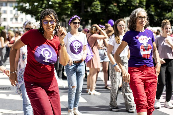 epa07648306 Women protest during a nationwide women's strike in Lucerne, Switzerland, 14 June 2019. The strike day intends to highlight, among others, unequal wages, pressures on part-time employees, the burden of household work and sexual violence.  EPA/ALEXANDRA WEY