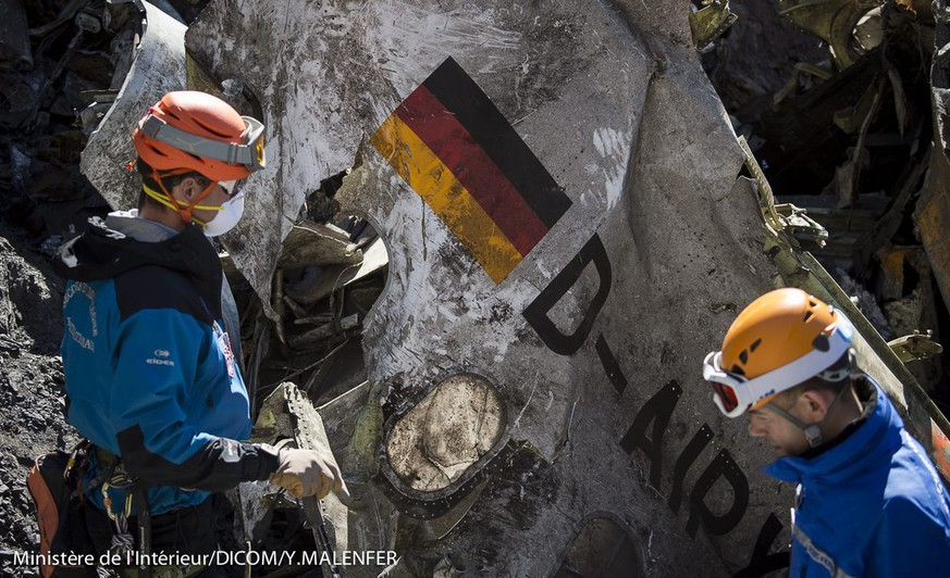 epa04688872 A handout photo made available by the French Interior Ministry on 01 April 2015 shows search and rescue workers collecting debris at the crash site of the Germanwings Airbus A320 in the French Alps, above the town of Seyne-les-Alpes, southeastern France, 31 March 2015. Germanwings Flight 4U 9525, carrying 144 passengers and six crew members from Barcelona, Spain to Dusseldorf, Germany, crashed 24 March in the French Alps, where searchers combed a 4-hectare section of mountain face since 25 March.  EPA/YVES MALENFER/DICOM/MINISTERE INTERIEUR/HO  HANDOUT EDITORIAL USE ONLY/NO SALES