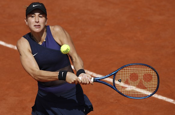 epa09242447 Belinda Bencic of Switzerland in action during the 2nd round match against Daria Kasatkina of Russia at the French Open tennis tournament at Roland Garros in Paris, France, 02 June 2021.  EPA/YOAN VALAT