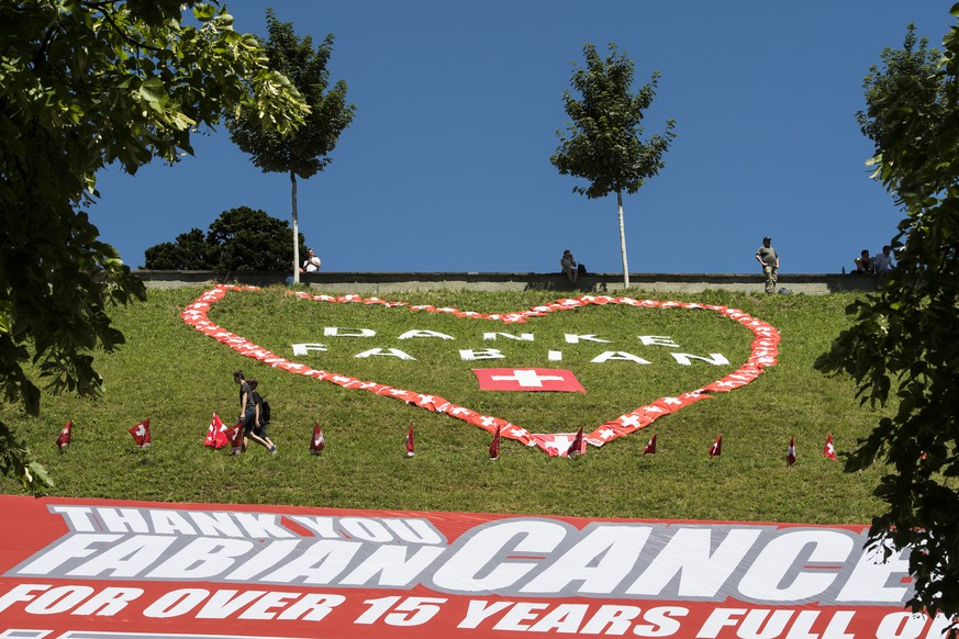 A giant banner in honor of Swiss rider Fabian Cancellara of team Trek Factory Racing is pictured during the 16th stage of the 103rd edition of the Tour de France cycling race over 209km between Moirans-en-Montagne in France and Berne in Switzerland, in Bern, Monday, July 18, 2016. Cancellara will end his career this year. (KEYSTONE/Jean-Christophe Bott)