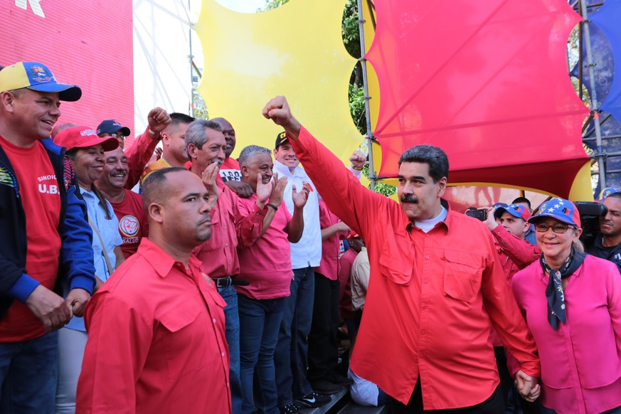 epa07541476 A handout photo made available by Miraflores' Press Office shows Venezuelan President Nicolas Maduro (C) and his wife Cilia Flores (R) as they participate in an act on the ocassion of International Worker's Day (also known as May Day), in Caracas, Venezuela, 01 May 2019. Maduro said that US President Donald Trump was deceived when he was told he intended to leave the country and go to Cuba after the protests a day earlier that was backed by some military personnel led by the opposition leader Juan Guaido.  EPA/Jhonn Zerpa / Miraflores' Press Office HANDOUT  HANDOUT EDITORIAL USE ONLY/NO SALES