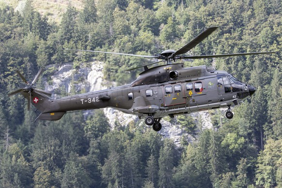epa05515458 A military helicopter in search for a missing F/A-18-plane of the Swiss military, in Meiringen, Switzerland, 30 August 2016. The wreckage of the missing F/A-18 fighter jet has been found in the mountains near the Susten Pass, army officials said. Searches are continuing for the missing pilot. The plane, a one-seater F/A-18C, disappeared near Susten in central Switzerland on 29 August afternoon, the Swiss defence ministry said.  EPA/ALEXANDRA WEY