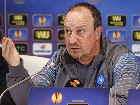 epa04746929 Napoli head coach Rafael Benitez answer questions of journalists during a press conference in Kiev, Ukraine, 13 May 2015. Napoli will face Dnipro in the UEFA Europa League, semi final, second leg soccer match on 14 May 2015 at the Olimpiyskyi stadium in Kiev.  EPA/ROMAN PILIPEY