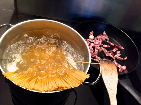 spaghetti carbonara alla baroni so macht mans richtig baronis lebenshilfen pasta