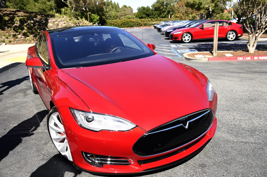epa05400298 (FILE) A file picture dated 30 April 2015 shows a Tesla Motors Model S on a parking lot of the Tesla Motors Headquarters in Palo Alto, California, USA. The carmaker in a blog post on 30 June 2016 revealed that the National Highway Transportation Safety Administration (NHTSA) on 29 June 2016 was opening a preliminary evaluation into a fatal crash of one of Tesla's Model S cars. The driver was killed on 07 May 2016 during a test drive in autopilot mode when a tractor trailer crashed with the car. It is the first known fatality related to a self-driving car.  EPA/JOHN G. MABANGLO *** Local Caption *** 51912223