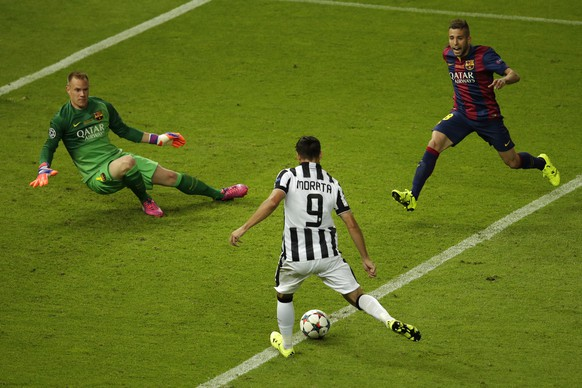 Juventus' Alvaro Morata scores his side's first goal during the Champions League final soccer match between Juventus Turin and FC Barcelona at the Olympic stadium in Berlin Saturday, June 6, 2015. (AP Photo/Michael Sohn)