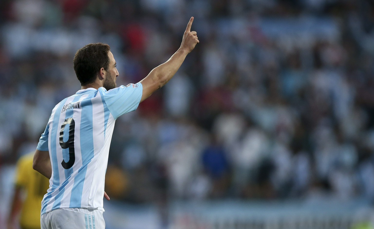 epa04811640 Argentina's Gonzalo Higuain celebrates after scoring during the Copa America 2015 Group B soccer match between Argentina and Jamaica, at Estadio Sausalito in Vina del Mar, Chile, 20 June 2015.  EPA/MARIO RUIZ