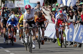 epa04632298 German cyclist Andre Greipel of Lotto Soudal team wins the fifth and last stage of the Tour of Algarve 2015, over 184.3 km from Almodovar to Vilamoura, southern Portugal, 22 February 2015.  EPA/LUIS FORRA