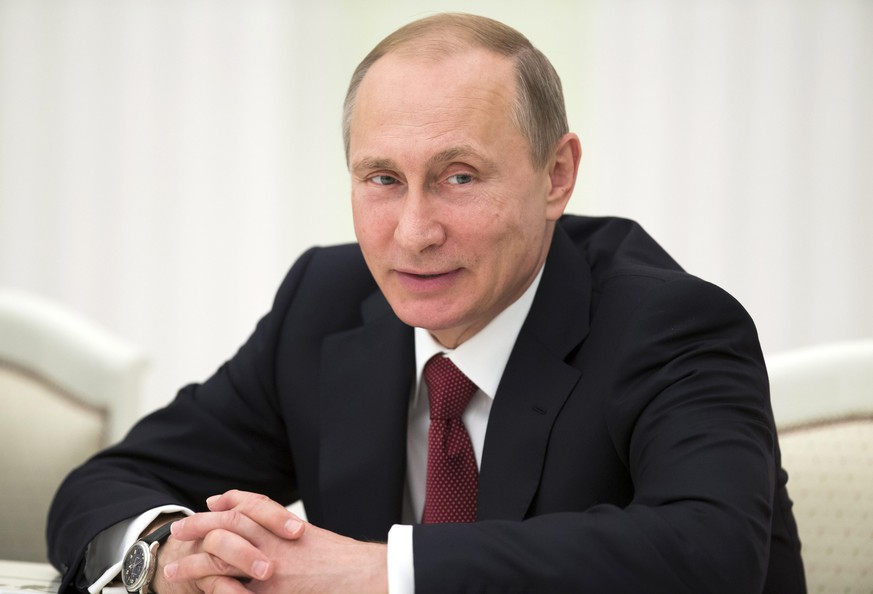 epa04781405 Russian President Vladimir Putin during a meeting with foreign ministers of the Shanghai Cooperation Organization (SCO) in Moscow, Russia, 03 June 2015. Putin met SCO foreign ministers to discuss key aspects of SCO activities, as well as preparations for the SCO summit scheduled on 9-10 July 2015 in Ufa.  EPA/PAVEL GOLOVKIN / POOL