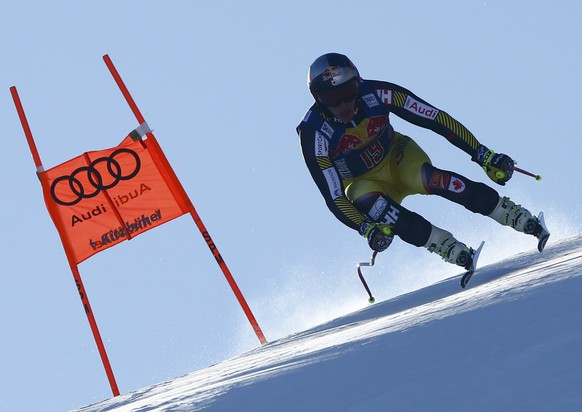 Alpine Skiing - FIS Alpine Skiing World Cup - Men's Downhill training - Kitzbuehel, Austria - 19/01/17 - Erik Guay of Canada in action. REUTERS/Leonhard Foeger