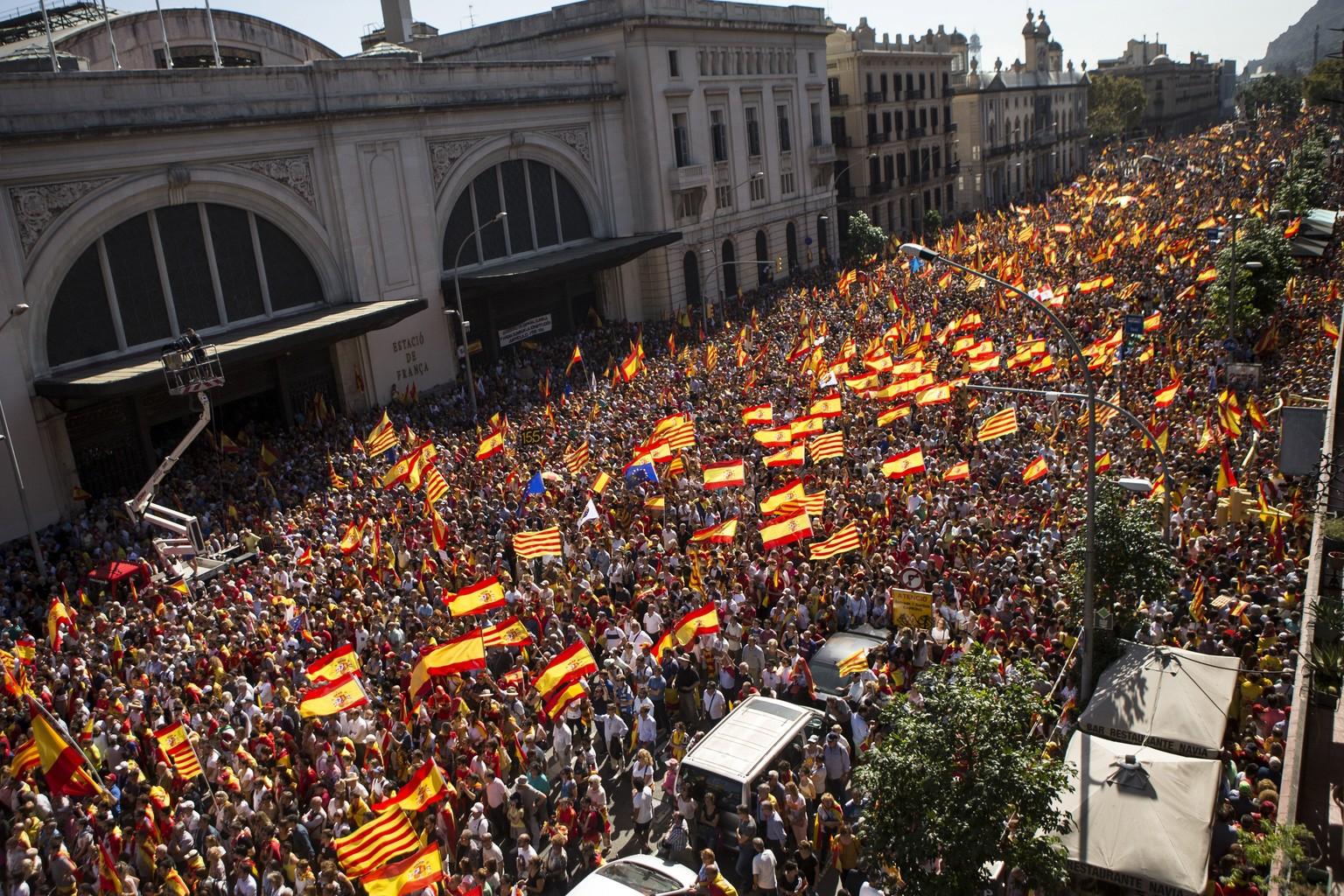 350.000 bei Demo gegen Unabhängigkeit Kataloniens