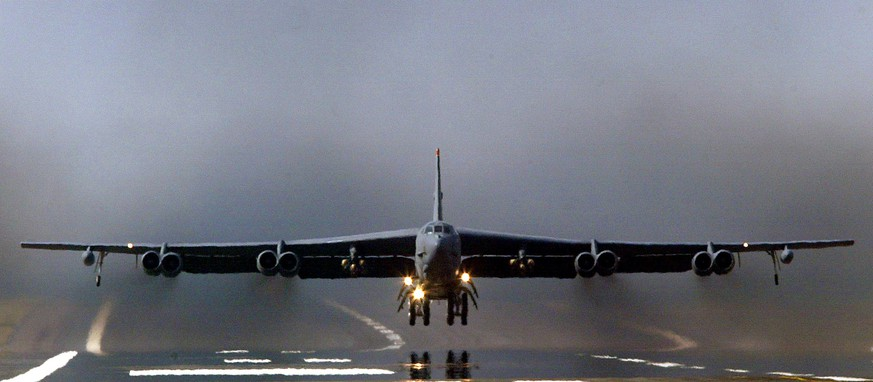 A U.S. Air Force B-52 bomber takes off from RAF Fairford in Gloucestershire, England, in this file photo taken March 23, 2003. The U.S. Air Force deployed B-52 bombers to Qatar on Saturday to join the fight against Islamic State in Iraq and Syria, the first time they have been based in the Middle East since the end of the Gulf War in 1991.  REUTERS/DarrenStaples/Files
