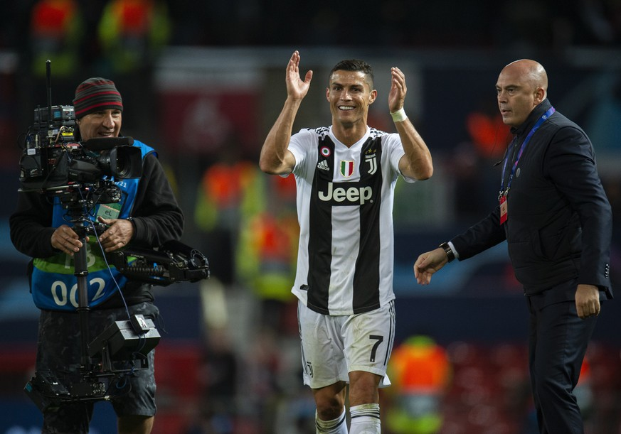 epa07114803 Juventus' Cristiano Ronaldo reacts after the UEFA Champions League Group H soccer match between Manchester United and Juventus held at Old Trafford in Manchester, Britain, 23 September 2018.  EPA/PETER POWELL