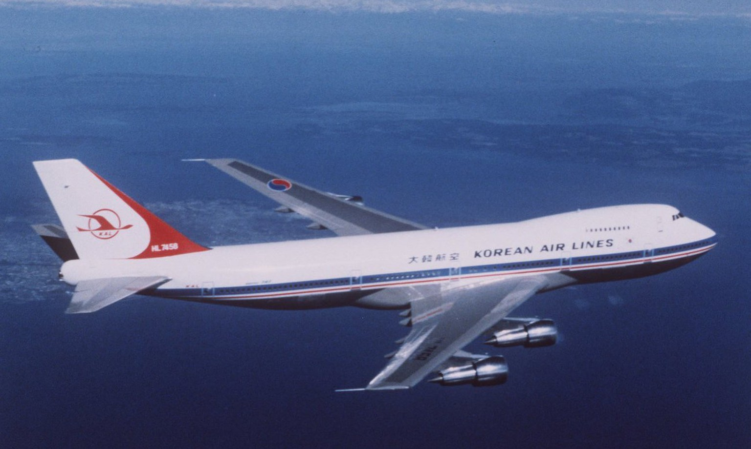 A Korean Air Boeing 747 jetliner, similar to the plane in this 1983 photo, with at least 231 people aboard crashed while trying to land on Guam in the middle of the night, authorities said Tuesday, August 5,1997. Police said 29 people survived. (KEYSTONE/AP Photo)