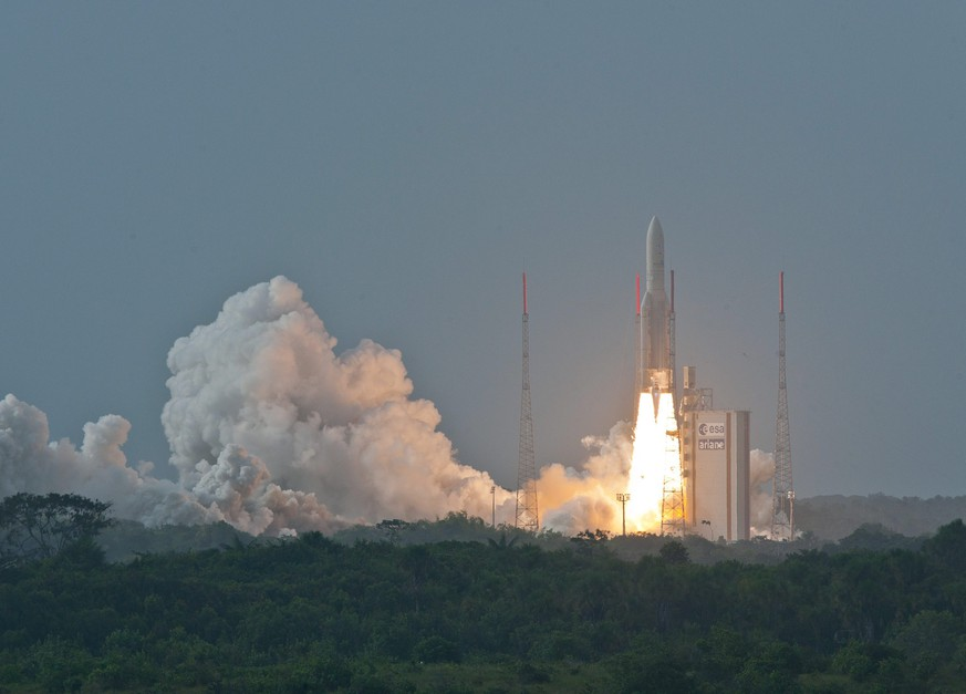epa04722094 A handout picture made available by the French Space Agency (CNES) shows Ariane 5 ECA flight VA222 launch at the Guiana Space Center (CSG), French Guiana, 26 April 2015. Flight VA222 will carry in orbit satellites THOR 7 and SICRAL 2.  EPA/S MARTIN/CNES/CSG  HANDOUT EDITORIAL USE ONLY/NO SALES HANDOUT EDITORIAL USE ONLY/NO SALES