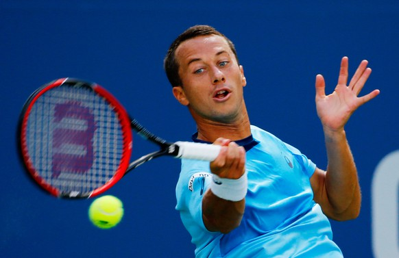 NEW YORK, NY - SEPTEMBER 05:  Philipp Kohlschreiber of Germany returns a shot to Roger Federer of Switzerland during their Men's Singles Third Round match on Day Six of the 2015 US Open at the USTA Billie Jean King National Tennis Center on September 5, 2015 in the Flushing neighborhood of the Queens borough of New York City.  (Photo by Al Bello/Getty Images)
