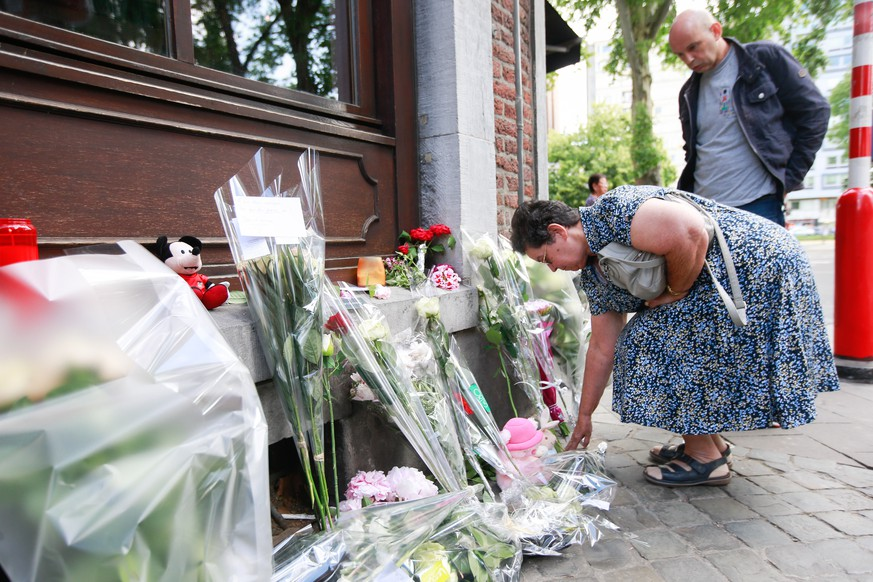 epa06772580 Mother of the police officer Soraya who was shot during the attack, Bernadette Hennart pays tribute to her daughter in front of the Cafe 'Les Augustins', in Liege, Belgium, 30 May 2018. On 29 May, a gunman was shot dead by anti-terrorist police after reportedly killing two police officers and a passerby and injuring two others in the center of the Belgian city of Liege. During a shootout the man was said to have entered a high school where he took a female cleaner hostage before being shot by the police.  EPA/STEPHANIE LECOCQ