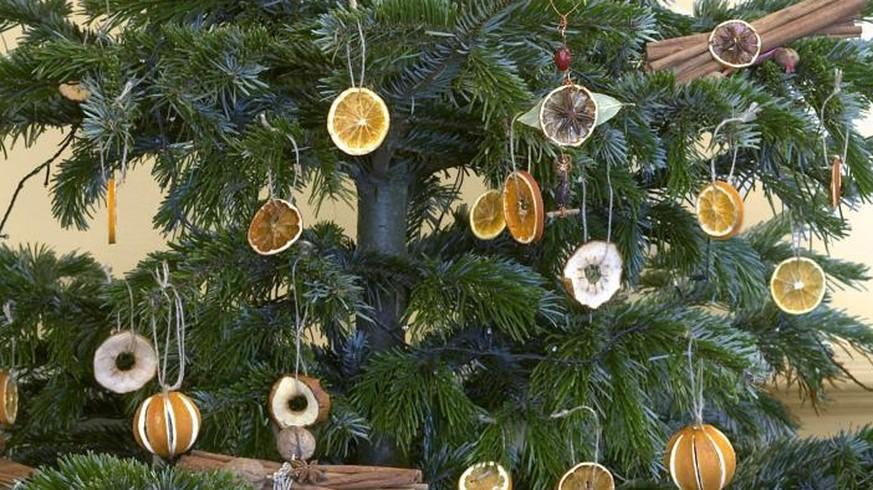 sechs ideen f r nat rlichen weihnachtsbaum schmuck watson. Black Bedroom Furniture Sets. Home Design Ideas
