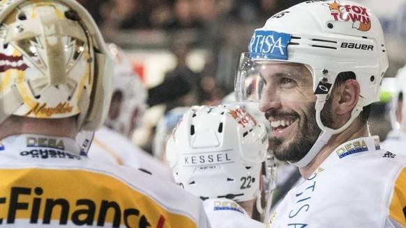«Sitz, du Sau!» – Als Hockeybanausin am Playoff-Finalspiel diesen sympathischen kerl, muss man einfach mögen 😎 das bein stellen, aso wüki 🤣🤣