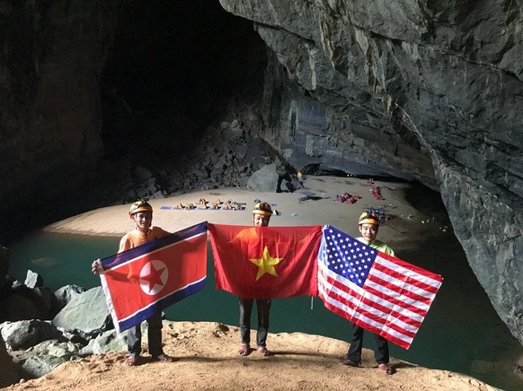 epa07397773 Tourists hold national flags of North Korea, Vietnam and the US as they pose for a photo in the world's biggest cave in Vietnam, Son Doong, at Phong Nha-Ke Bang national park, in the central province of Quang Binh, Vietnam, on the eve of an historic second summit in Hanoi between US President Donald J. Trump and North Korean leader Kim Jong-un, Vietnam, 26 February 2019. The second meeting of the US President and the North Korean leader, running from 27 to 28 February 2019, focuses on furthering steps towards achieving peace and complete denuclearization of the Korean peninsula. Phong Nha-Ke Bang is a UNESCO's world heritage site and home to many famous karst caves including Son Doong, Tu Lan, Hang En, Thien Duong and Phong Nha.  EPA/STR VIETNAM OUT  EDITORIAL USE ONLY  EDITORIAL USE ONLY